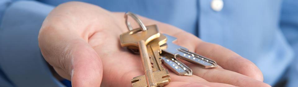 sleutels op handpalm